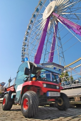 Als Mietfahrzeuge bietet Gerken Mini-Pick-Ups auf John Deere Gator an. Sie können unter anderem auf Großevents wie Volksfesten zum Einsatz kommen. Foto: Gerken