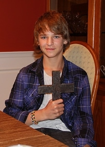 Ein Kreuz aus Stahlträgern. Foto: JF Stellingen