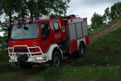 Auf einem Renault Midlum 240.14 4x4 ist das Waldbrand-Tanklöschfahrzeug (WaTLF) der BF Grajewo aufgebaut. Foto: Klekotko