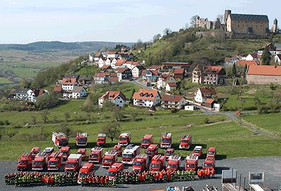 Gruppenbild der FF Sinntal (HE) mit ihren zwölf Ortsfeuerwehren. Foto: Fritzsche