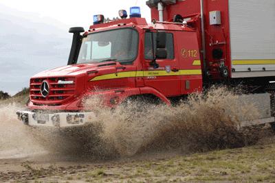 Den ersten Feuerwehr-Zetros von Mercedes hat der ABC-Dienst des Kreises Pinneberg als Wechselladerfahrzeug in Dienst gestellt. Foto: Bauer