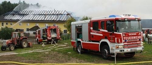 Feuer zerstört Bauernhof. Foto: Ernst Fragner, foto-kerschi.at