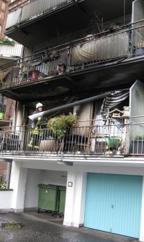 Aufräumarbeiten nach Brand. Foto: Feuerwehr Köln
