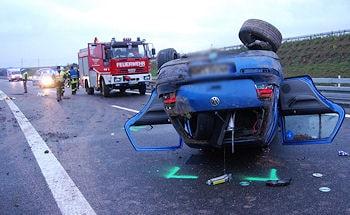 Verkehrsunfall auf der B 14 bei Leutenbach: Zwei Männer erlitten Verletzungen. Foto: Oskar Eyb