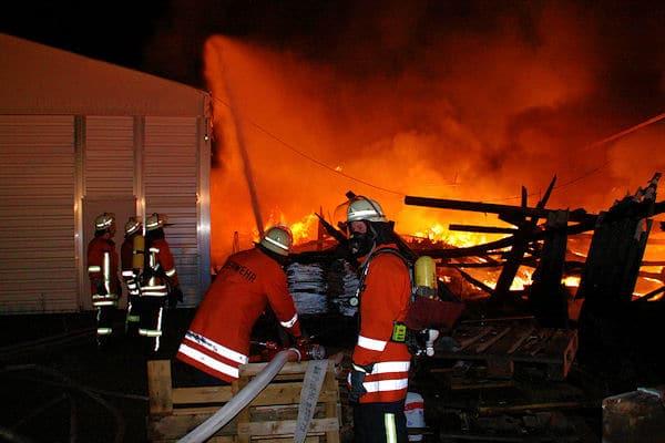 Großbrand in Ubstadt: Das Feuer in einer Spedition sorgte für einen Millionschaden. Foto: Reiff/Feuerwehr