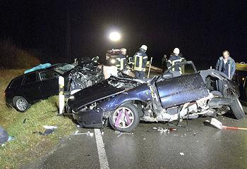 Tödlicher Verkehrsunfall bei Langenau / Albeck (Alb-Donau-Kreis, bei Ulm): Vier junge Menschen starben. Foto: Oskar Eyb
