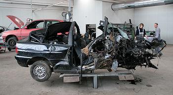 Tödlicher Unfall: Ein Insasse dieses Wagens starb nach einem Unfall bei Büderich. Foto: VOX