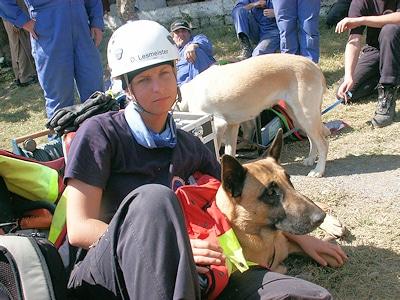 Bambi-Preisträgerin Lesmeister bei einem Einsatz in Pakistan im Jahr 2005. Foto: I.S.A.R. Germany