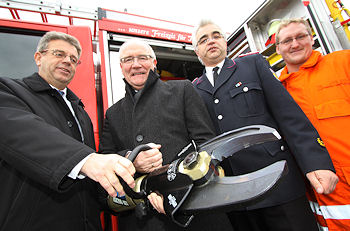 Spendenübergabe: Neuer Rettungsschere für die Feuerwehr Glücksburg. Foto: Iwersen