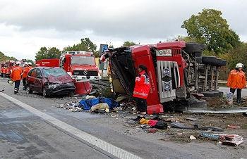 Unfallakte: Lkw-Unfall bei Bockenem. Der Lkw-Fahrer und sein Sohn starben. Foto: VOX