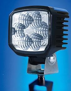 """Mit sechs Hochleistungs-LEDs bestückt: Arbeitsscheinwerfer """"Power Beam 1000"""" von Hella. Foto: Hella"""