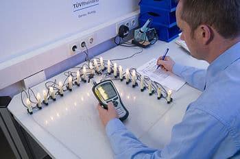 Lichterkette im Test: Der TÜV Rheinland entdeckte wieder erhebliche Sicherheitsmängel. Foto: TÜV Rheinland
