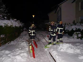Brand in Iserlohn, die Feuerwehr ist vor Ort: Ein Rauchmelder rettete eine Familie. Foto: Rutsch/Feuerwehr