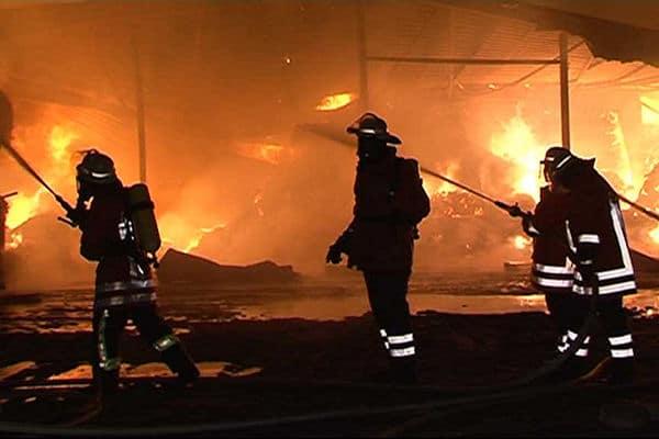 Brand in Grasberg: Über rund anderthalb Jahre hatte ein Brandstifer die Gemeinde in Atem gehalten. Der Täter war ein Feuerwehrmann. Foto: Nonstopnews