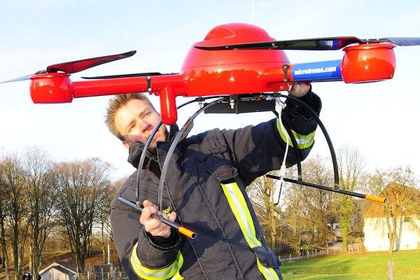 Fliegende Messroboter für die Feuerwehr: Noch im Test, künftig im Einsatz? Foto: Feuerwehr Dortmund