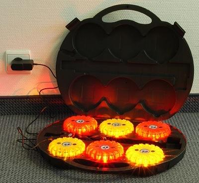In einem Koffer mit eingebauter Ladeerhaltung sind die neuen Akku-Blitzer der Firma Lührs Rescue gelagert. Foto: Olaf Preuschoff