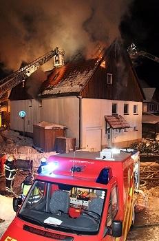 Feuer zerstört Wohnhaus in Göppingen. Foto: Beytekin