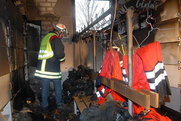 Brand im Feuerwehrhaus Rietberg. Betroffen war ein Umkleidebereich, der vom Rettungsdienst genutzt wird. Foto: Andreas Eickhoff