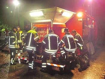 Der Abrollbehälter-Sandsackfüllanlage der Feuerwehr Reutlingen wird in Winnenden zum Einsatz gebracht. Foto: Feuerwehr Reutlingen
