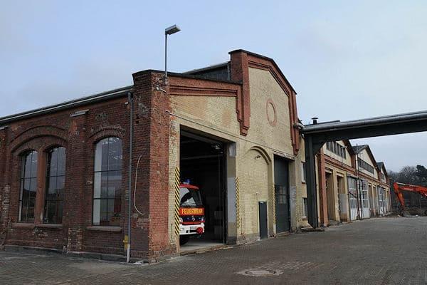 Archivfoto aus 2009: Auf dem Gelände eines ehemaligen Bahn-Ausbesserungswerkes in Limburg (HE) wollte BAI Fahrzeuge herstellen. Tatsächlich fand hier nur die Endfertigung und Bestückung von in Italien gefertigten Fahrzeugen statt. Foto: Peter Schneider