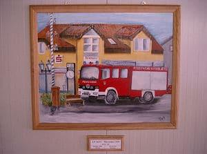 Örtliche Gebäude und die Löschfahrzeuge der eigenen Wehr sind auf den Bildern zu sehen. Kunstgalerie in der Fahrzeughalle - zu finden bei der Freiwilligen Feuerwehr Kirkel-Neuhäusel. Fotos: Feuerwehr Kirkel-Neuhäusel