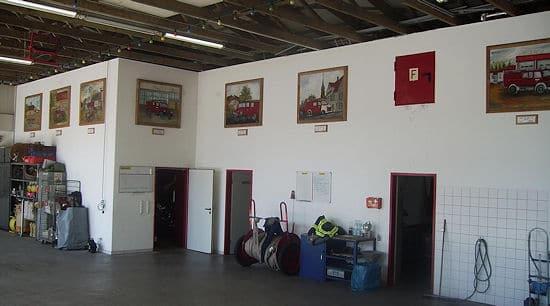 Kunstgalerie in der Fahrzeughalle - zu finden bei der Freiwilligen Feuerwehr Kirkel-Neuhäusel. Fotos: Feuerwehr Kirkel-Neuhäusel