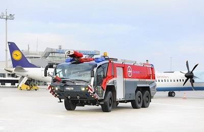 Am blue danube airport Linz steht ein neuer Panther 6x6 von Rosenbauer für den Einsatz bereit. Foto: Rosenbauer