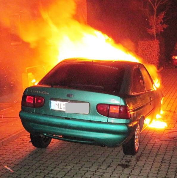 Acht Pkw-Brände in Petershagen. Foto: Polizei