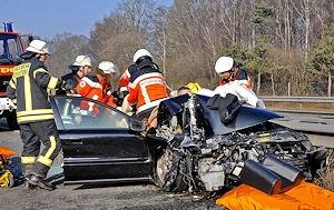 Patientenschonende Rettung nach Verkehrsunfall auf A 30. Foto Konjer