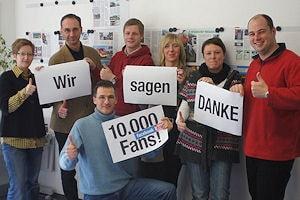 Aktionsfoto für 10.000 Facebook-Fans: Ein Teil des FM-Redaktionsteams in Bremen. Foto: FM