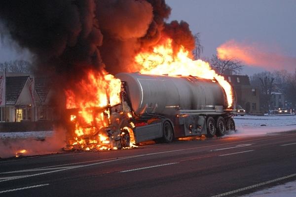 Schweres Tanklastzugunglück in Lohne. VOX berichtet über den spekatulären Unfall und das heldenhafte verhalten eines Lkw-Fahrers. Fotos: VOX