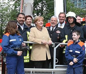 Archivfoto: Bundeskanzlerin Angela Merkel im Juni 2010 beim Deutschen Feuerwehrtag. Foto: DFV