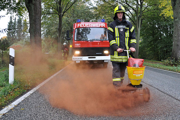 Ölspurbeseitigung: Die Nachreinigung von Verkehrsflächen ist nur noch optional vorgeschrieben, teilte der GÖC-Verband mit. Foto: Christian Nimtz