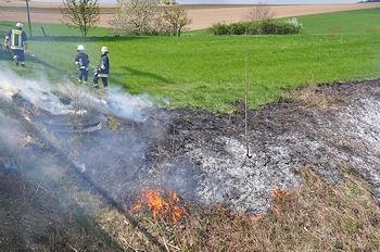 Flächenbrand in Bayern: Eine Lok offenbar durch Funkenflug zahlreiche Brände verursacht. Foto: fib/GS