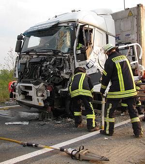 Schwerer Lkw-Unfall an der Raststätte Ostetal. Foto: Polizei