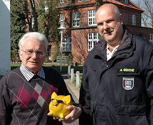 Karl-Henry Preiß (links) will das Geld für eine DLK zusammentrommeln. Foto: Albrecht/Feuerwehr