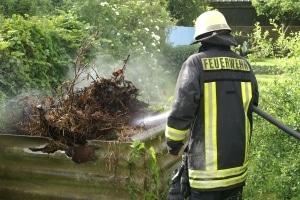 Ein brennender Komposthaufen, ähnlich wie auf diesem Archivbild, löste einen Großbrand in Waggum aus. Ursache war eine Selbstentzündung. Foto ThomasWeege