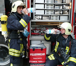 Die neue Kühltasche der Unfallkassen Nord und Mitte, mit der Getränke zum Einsatz mitgeführt werden kann.