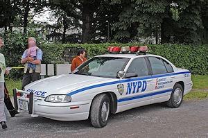 Amerikanische Streifenwagen werden beim Blaulichttag in Krefeld erwartet. Foto: Polizei