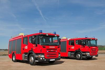 Zwei neue HLF 2000 von Rosenbauer auf Scania P360 für die BF Karlsruhe. Foto: Rosenbauer AG
