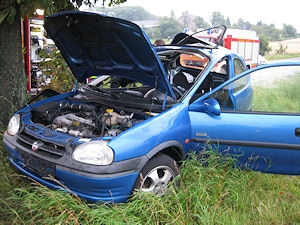 Zerstörter Opel Corsa. Foto: Polizei