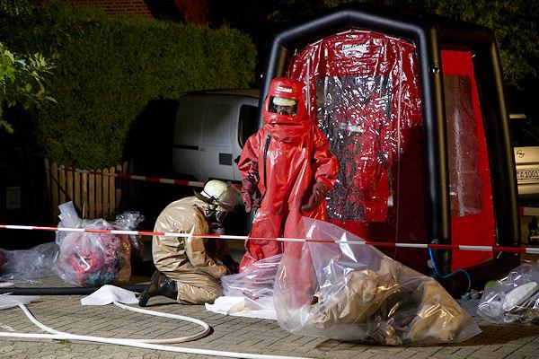 Gefahruteinsatz der Feuerwehr Weyhe: In einem Wohnhaus ist Quecksiber freigesetzt worden. Foto: Panten/Feuerwehr