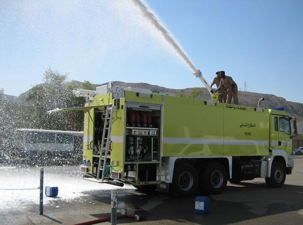 Die Feuerwehrleute werden vor Ort an den neuen Fahrzeugen ausgebildet. Foto: Empl