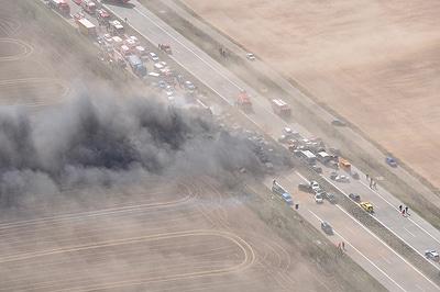 Unfallszenario auf der A19, ausgelöst durch einen Sandsturm. Foto: Polizei