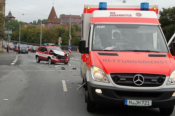 Unfall zwischen Feuerwehrfahrzeug und Rettungswagen in Nürnberg. Foto: News5