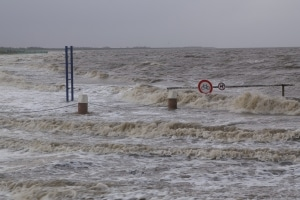 """Das Orkantief """"Friedhelm"""" richtete kaum Schäden an. Die Sturmfluten liefen auch nicht so hoch auf wie befürchtet. (Foto: Thomas Weege)"""