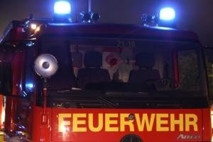 Ein Mann wurde von zwei Räubern in seinem Haus überfallen. Die Täter legten Feuer und sperrten den Mann im Keller ein. (Symbolfoto: Thomas Weege)