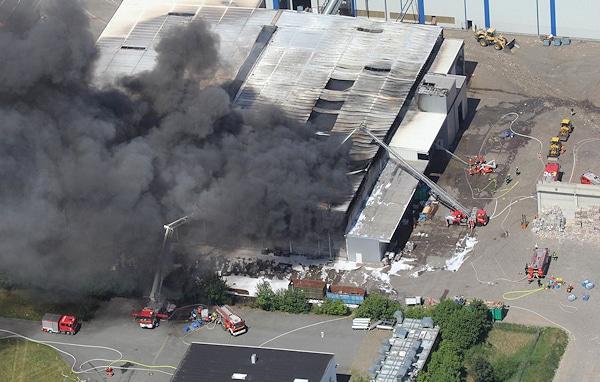 Feuer Bremen 5 000 kubikmeter plastikmüll in flammen feuerwehr magazin