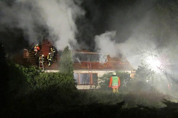 Brand in Ahausen (Gemeinde Sottrum) am Montagabend. In dem Gebäude stand gleich zweimal in Flammen. Foto: Polizei