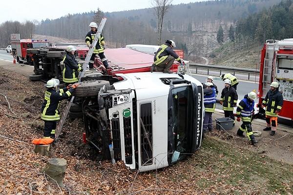 Lkw-Unfall auf der A 3 bei Waldschaff. Foto: Ralf Hettler